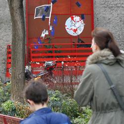 le «grand cadre rouge», rue de charonne paris